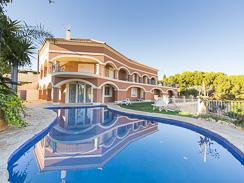 Prestigious Villa with Majestic Mountain Views in Busot