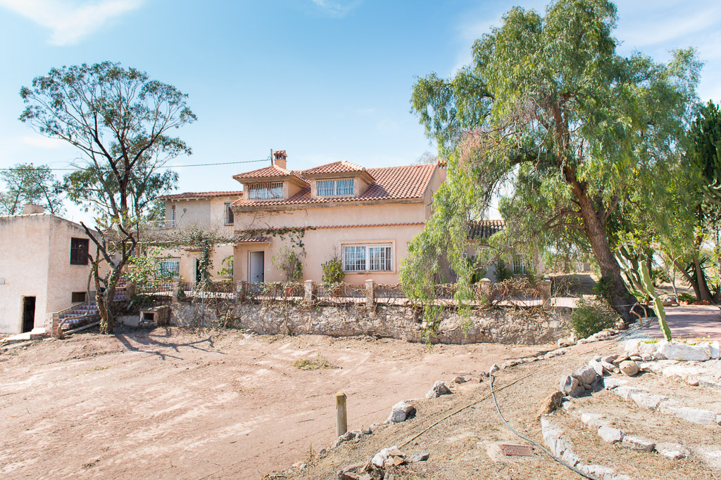 Lovely Rural House with large plot of land near Alicante