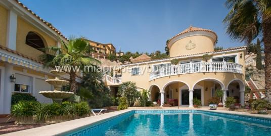 Gorgeous Spanish Villa On The Hills of Coveta Fuma With Casita!