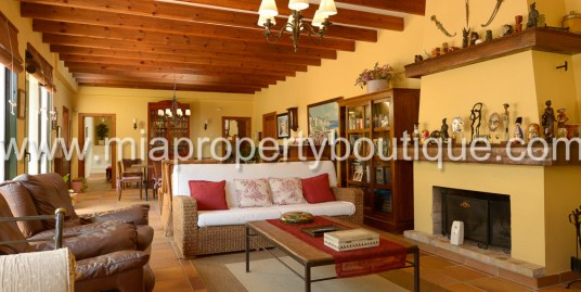Luxury and Sea Views in this Country Chalet, Jijona Alicante