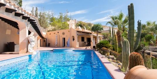 Ocean Front Spanish Villa in Coveta Fuma, Campello