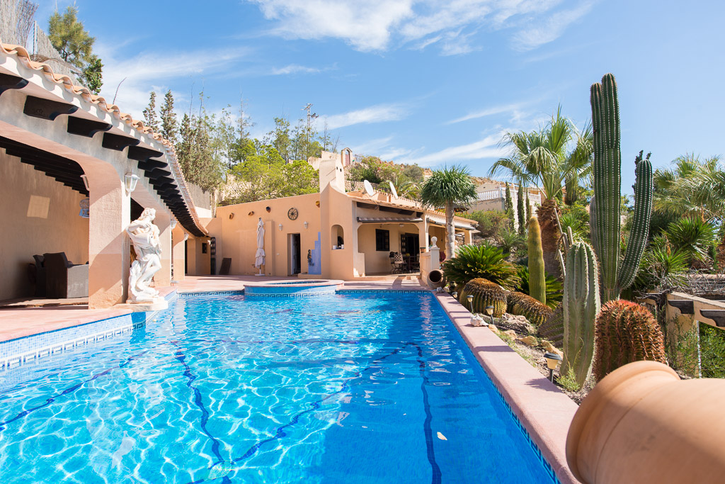 Ocean Front Spanish Villa in Coveta Fuma, Campello