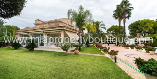 Stunning detached Villa with mature gardens, Santa pola
