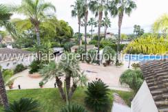 chalet con jardin piscina elche