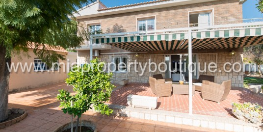 Beautiful Chalet with Guest House in Tranquil Residential Area, San Vicente