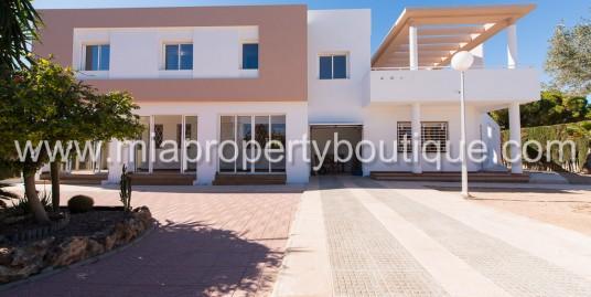 Beautiful Villa, by El Golf Alicante
