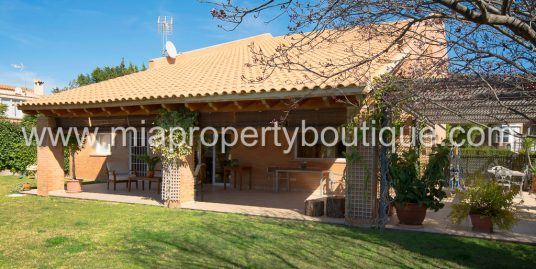 Dream Family Villa with Beautiful Gardens