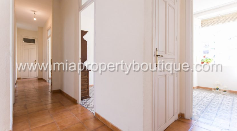 alicante city centre near market apartment for sale-37