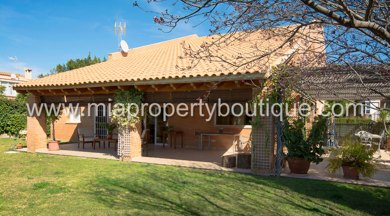 Dream Family Villa with Beautiful Gardens – MIA Property Boutique ...