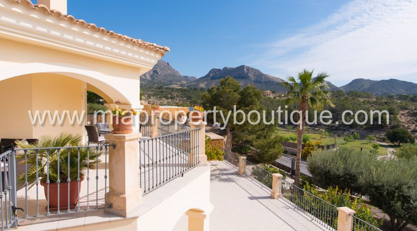 busot villa for sale mountain views