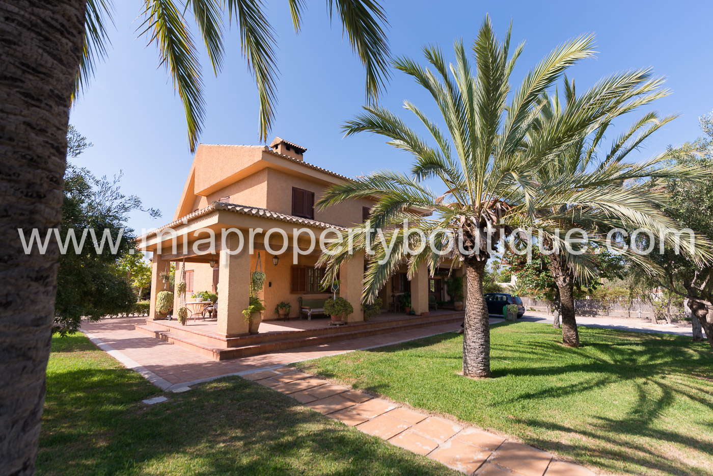 Beautiful family villa nestled in tropical gardens, Los Girasoles, Alicante