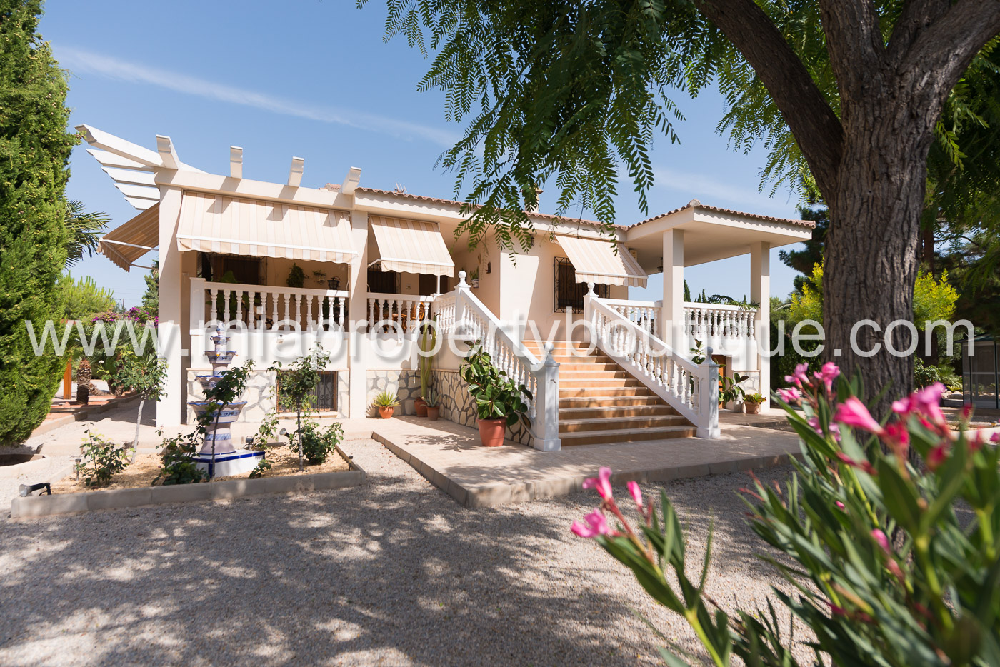 Spectacular detached villa with Fairytale Garden, San Vicente, Alicante