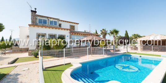 Sensational  Villa, Close to Town   San Vicente