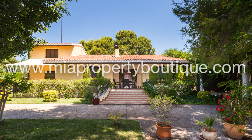 Villa with Pool & Tennis Court!, San Vicente