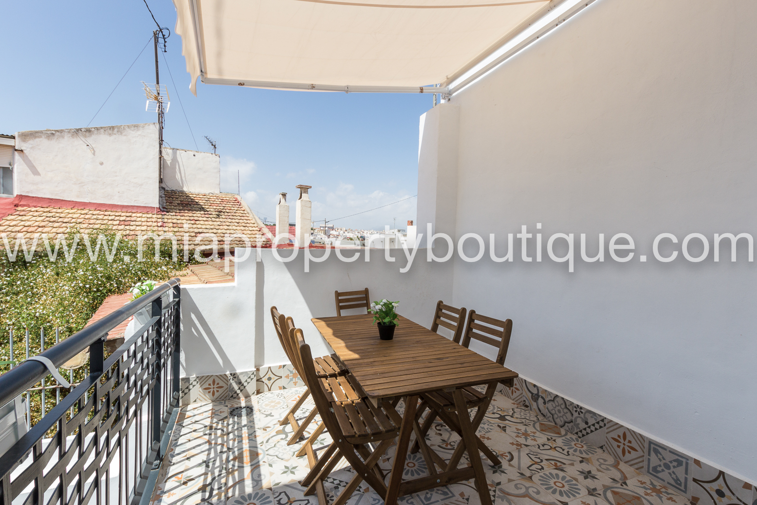 Precious House with Parking! Alicante City