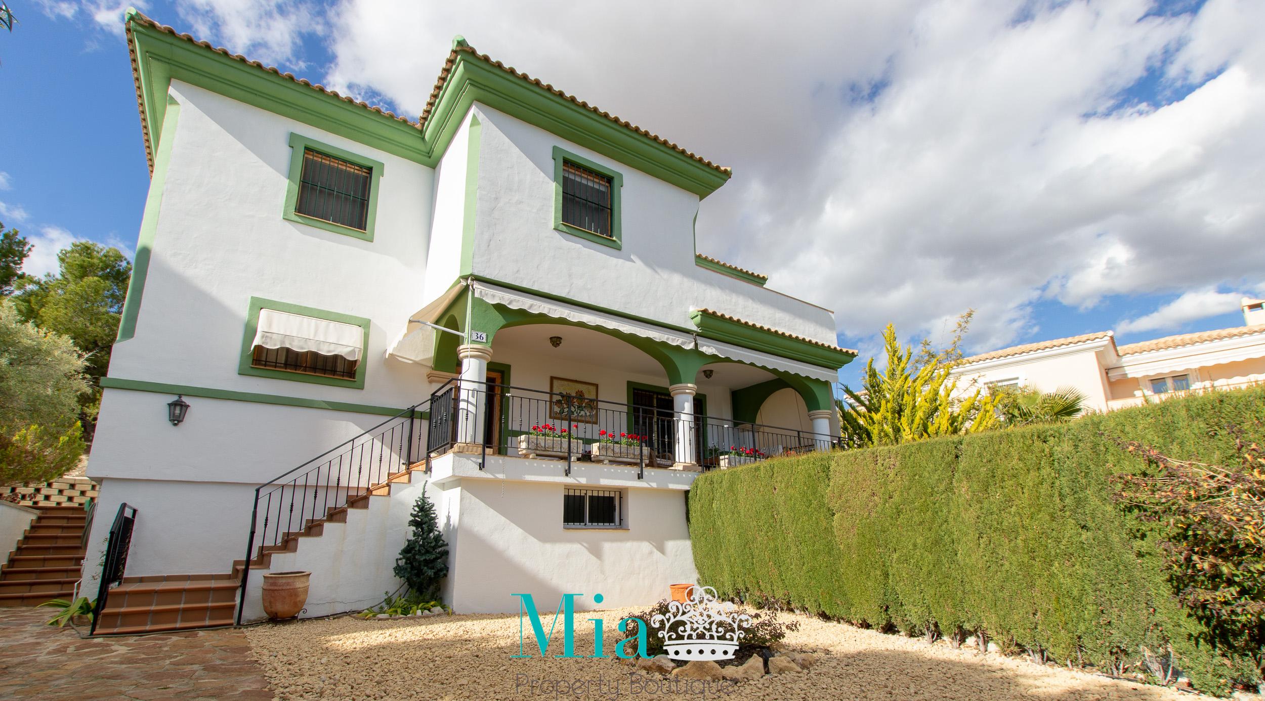 Villa with Idyllic Sea and Mountain Views, Bonalba