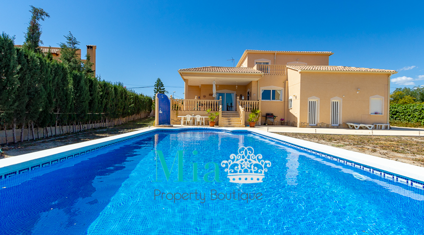 Mountains and Sea Views! Villa in Mutxamel