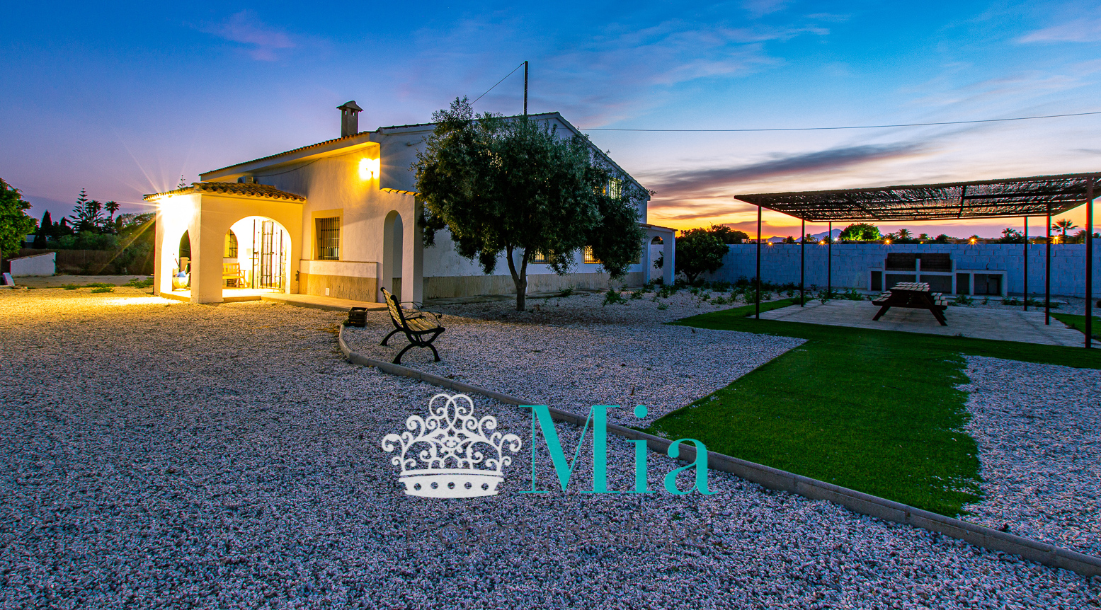 A Country Style Villa, in Picturesque La Font!