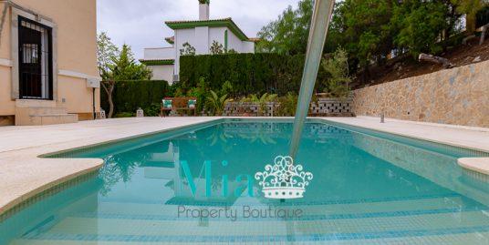 Villa with Idyllic Sea and Mountain Views, in Bonalba Golf.