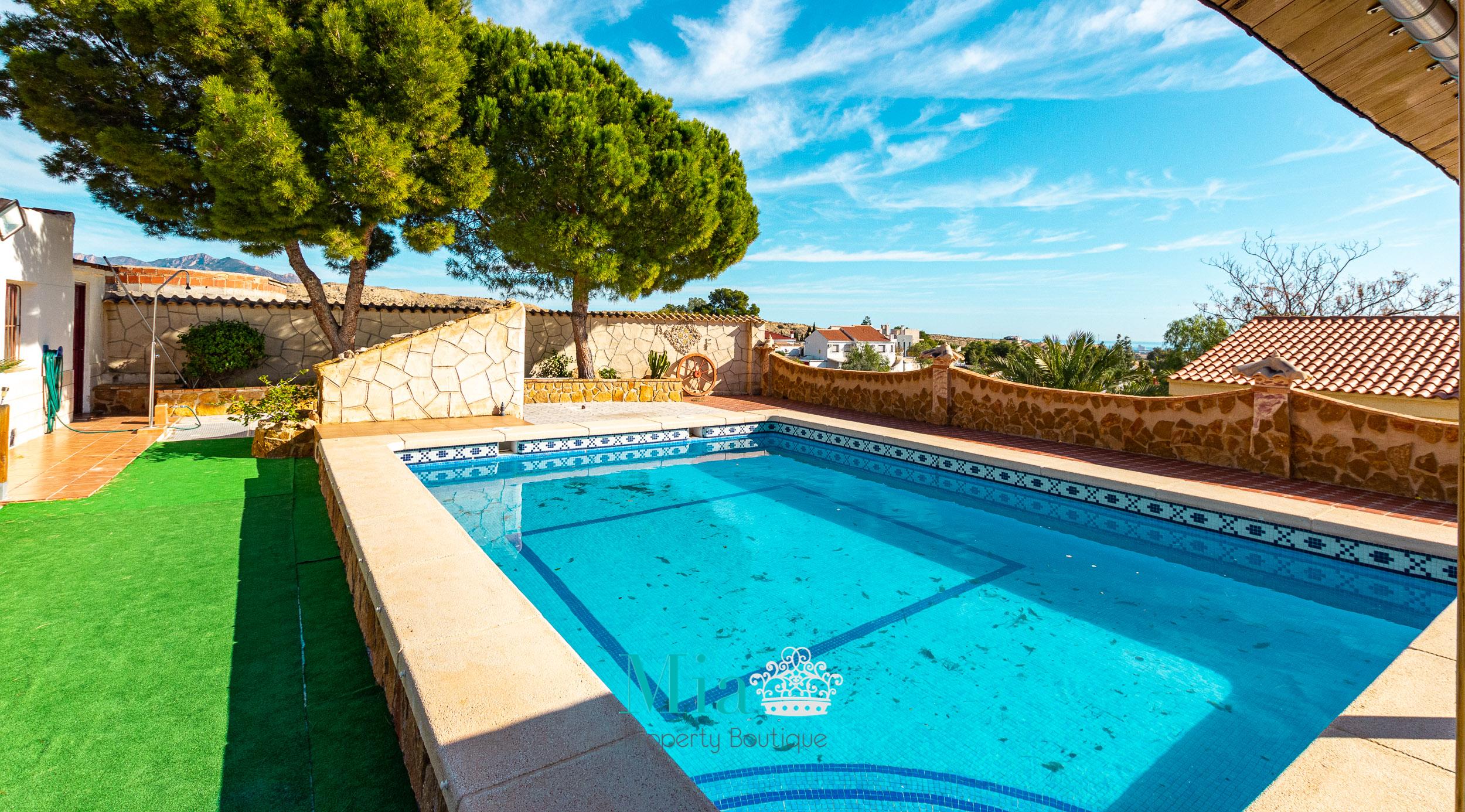 Villa with Mountain & Sea Views! Mutxamel