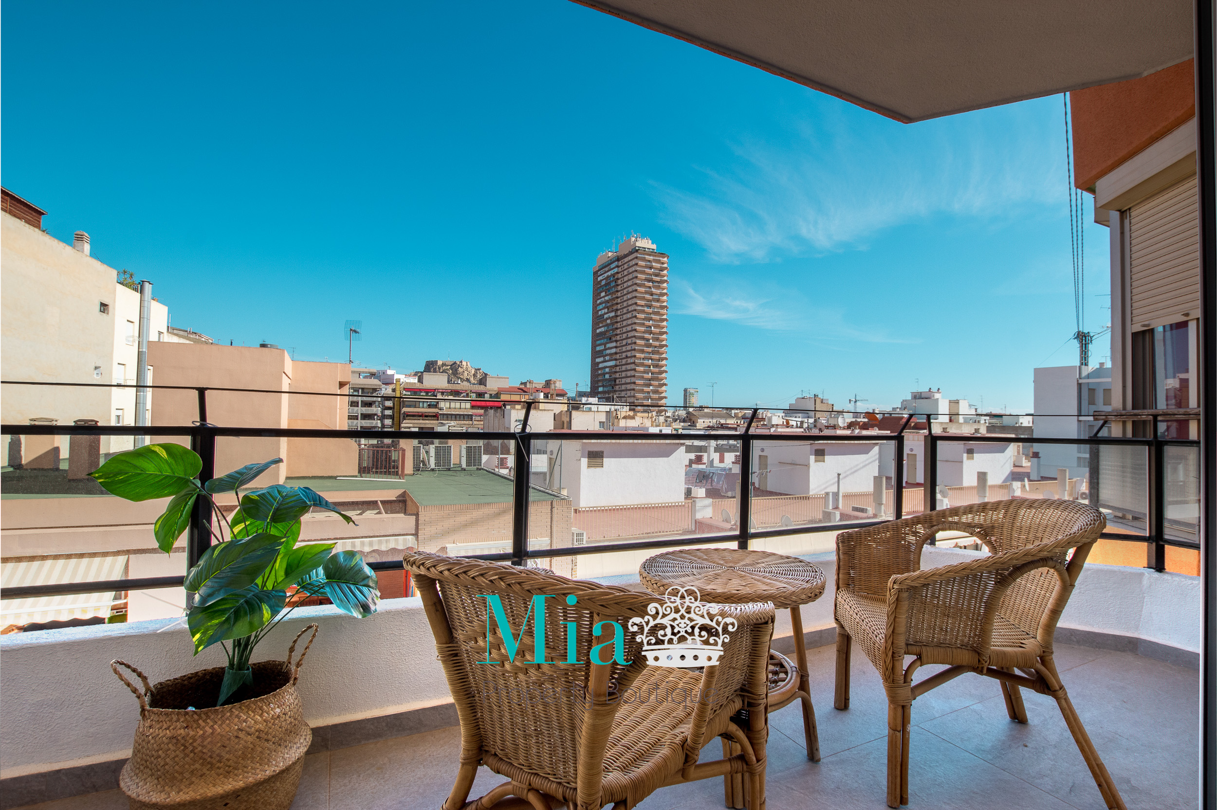 Glorious Castle Views in Modern Apartment, Alicante Centre