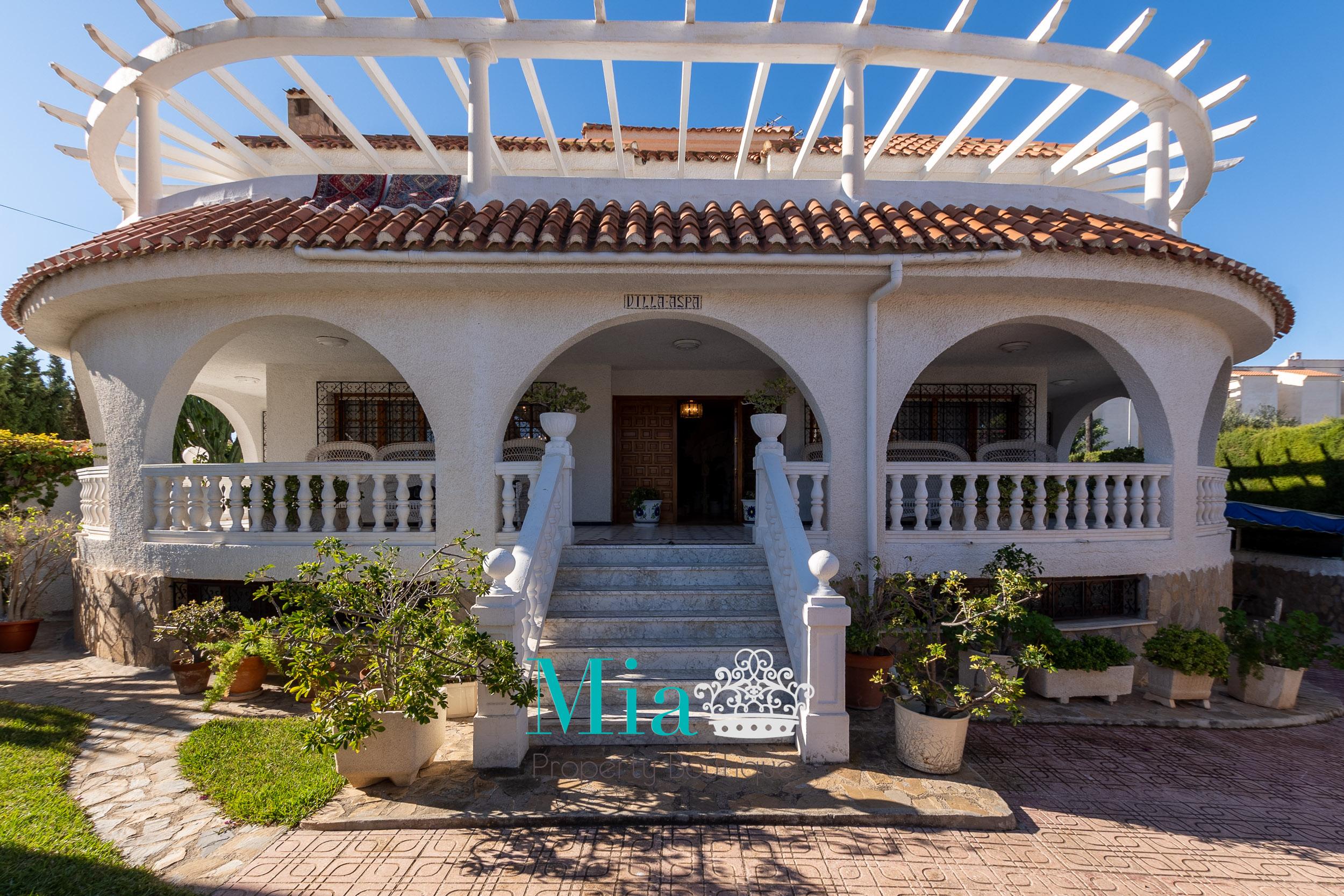 Beautiful Villa with Granny Apartment, El Campello