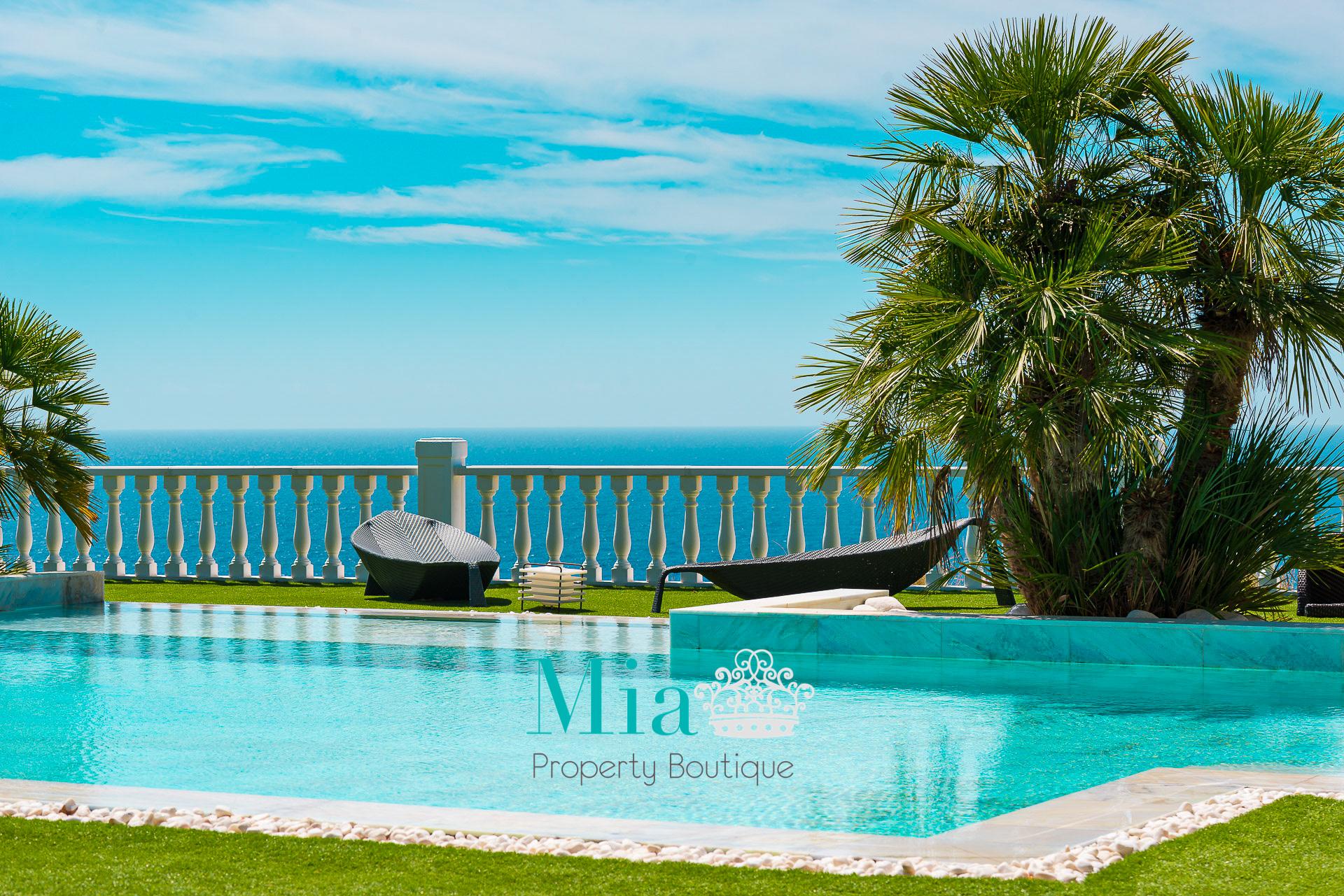 Luxurious Seafront Villa, Venta La Nuza