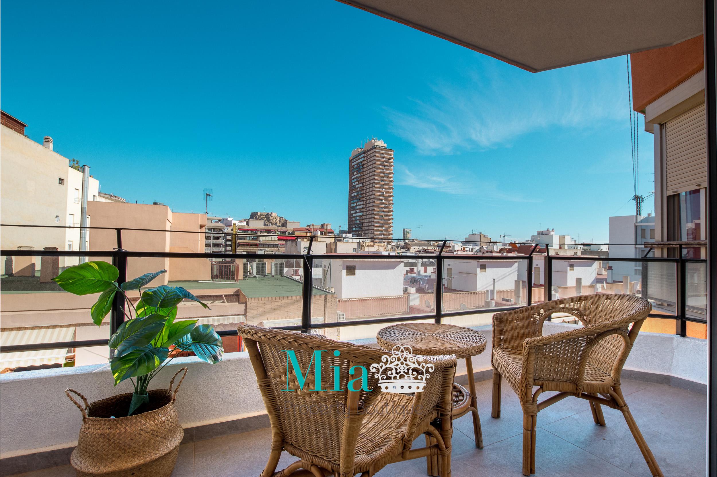 Glorious Castle Views in Modern Apartment, Alicante Centre